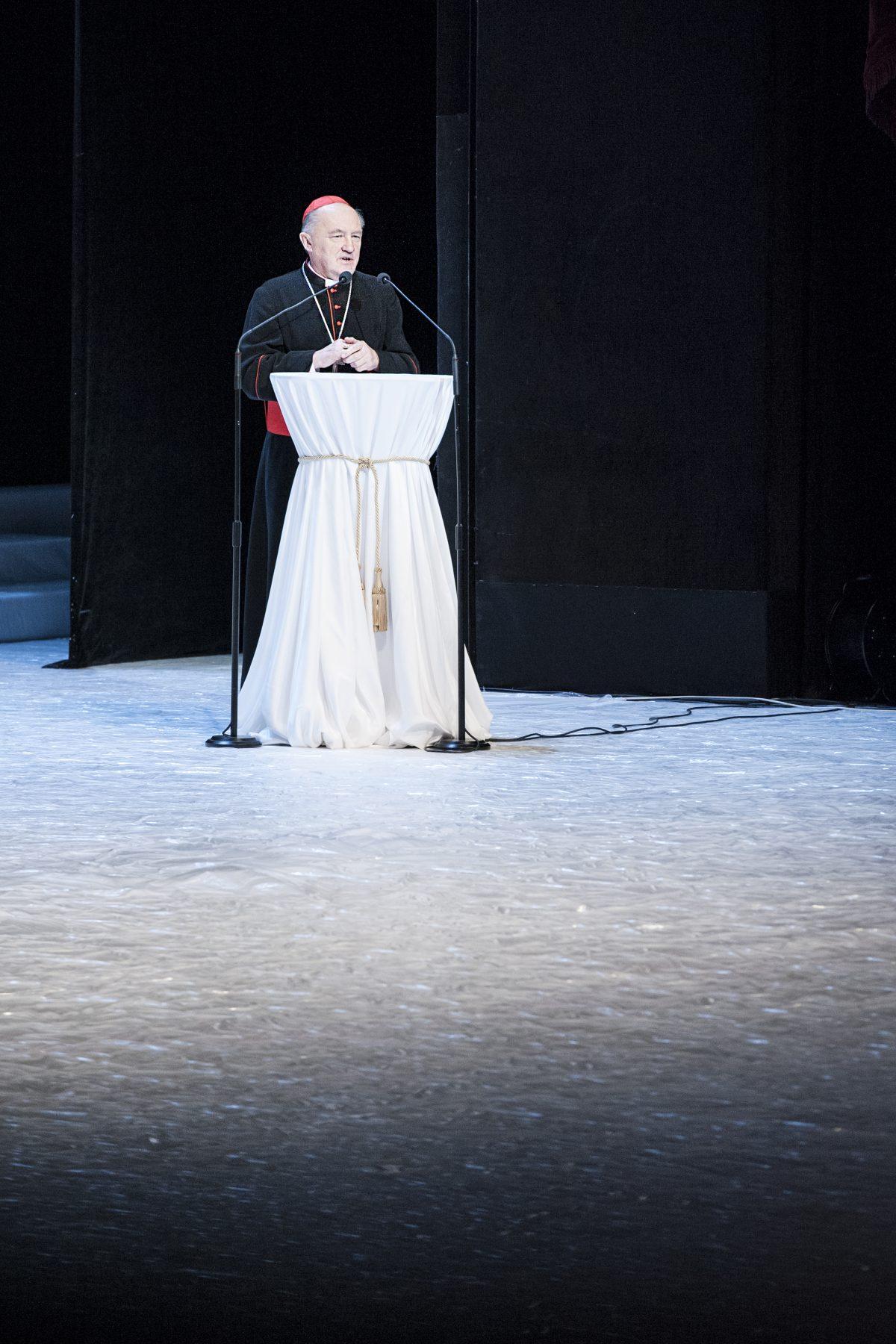 Fotografia reportażowa - przemówienie na gali biznesu