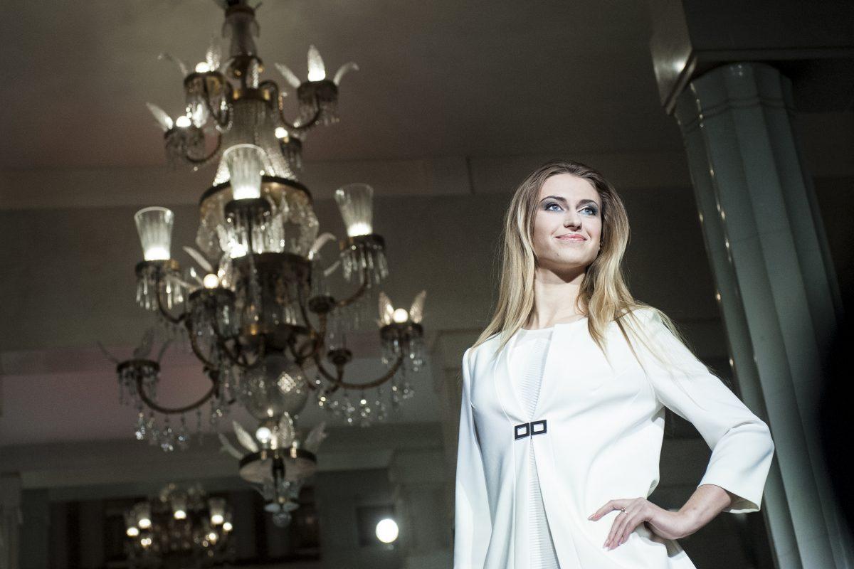 Modelka podczas pokazu - fotografia reportażowa, gala biznesu