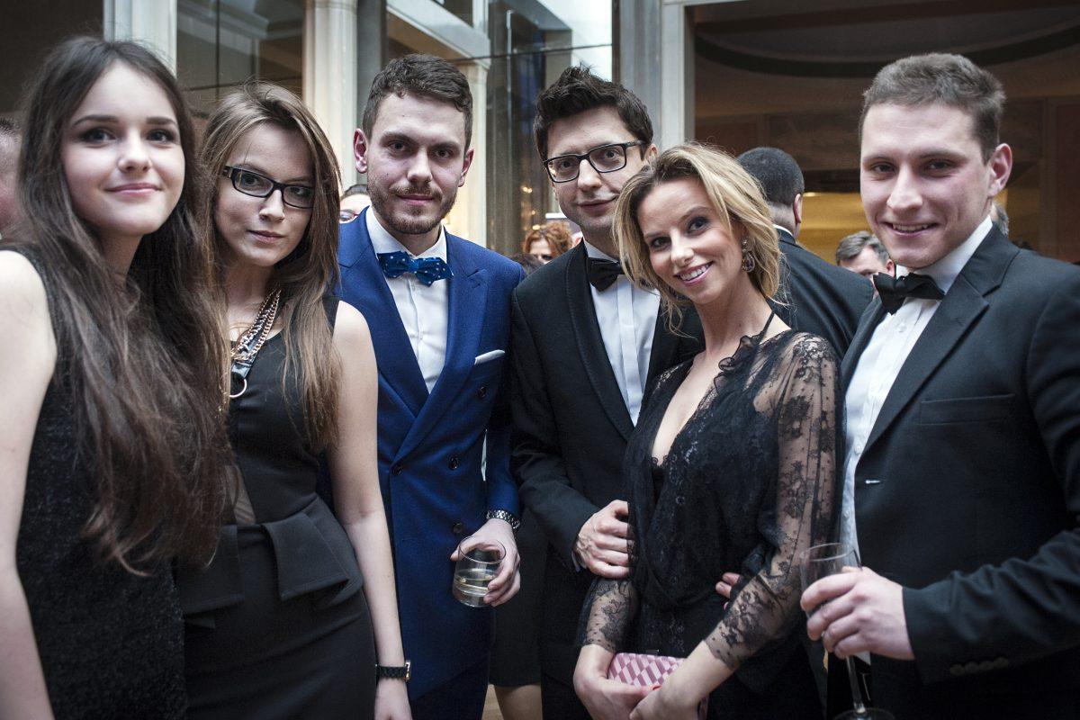 Fotografia eventowa - zdjęcie grupowe na gali liderów biznesu