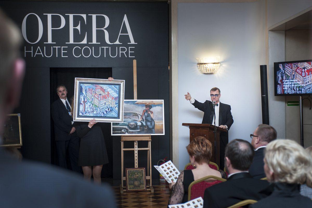 Fotografia reportażowa - lisytacja dzieł sztuki na gali biznesu