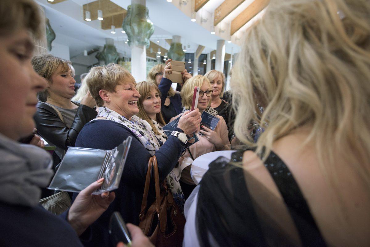 Fotoreportaż z eventu Fundacji Pomóż Im - fotografia reportażowa